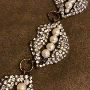 Jewelry - Lip Statement Necklace with pearls!